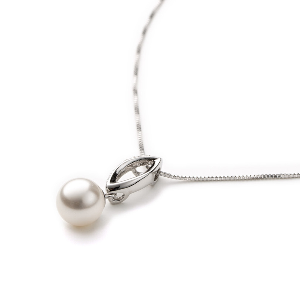 white-pearl-and-white-swarovski-crystal-element-pendant